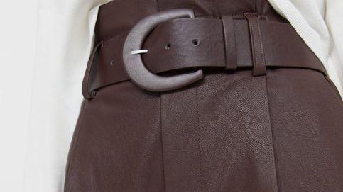 Stradivarius repite fórmula de éxito con su famoso pantalón 'paper bag' ahora marrón