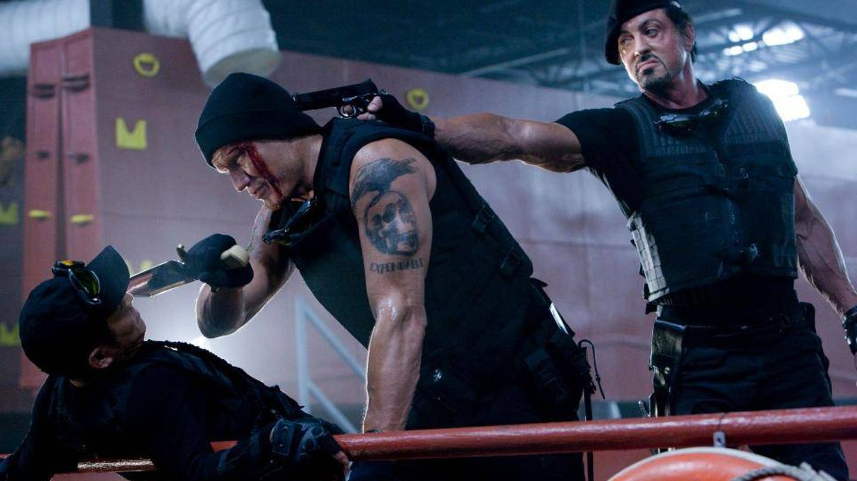Dolph Lundgren y Sylvester Stallone en 'Los mercenarios'. (Wide Pictures)