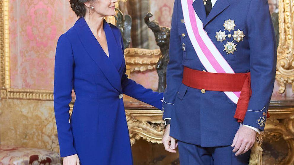 De la caricia de Felipe y Letizia a la seriedad de Sánchez: lo que no viste de la Pascua Militar