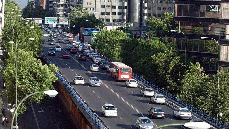 Cerrado al tráfico el puente de Joaquín Costa por importantes daños estructurales