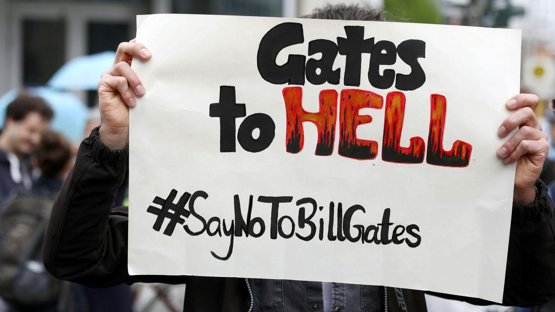 Un cartel contra Bill Gates en Alemania. (Reuters)