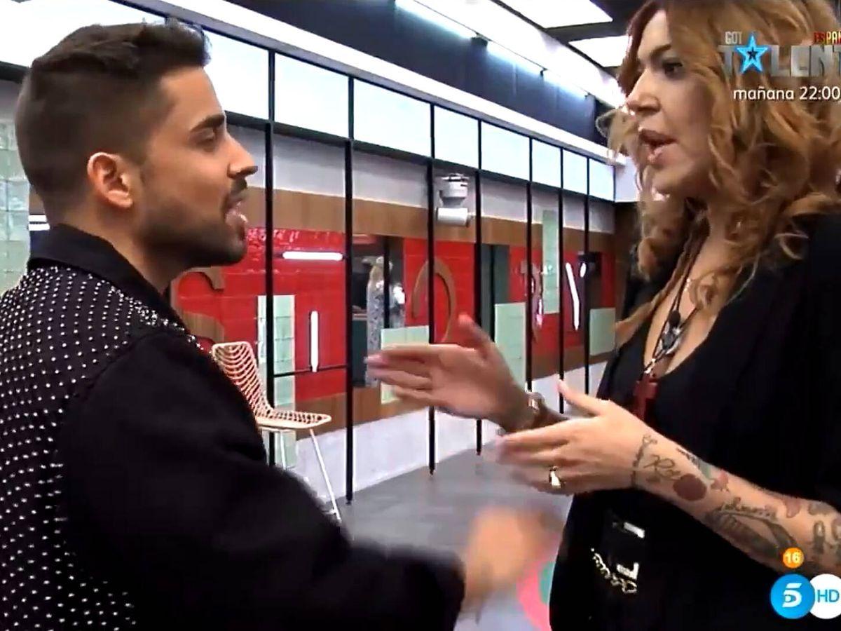 Foto: Frigenti, hablando con Sofía Cristo tras la gala. (Mediaset)