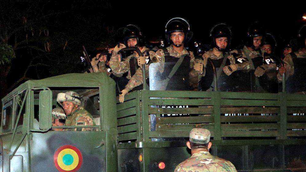 Foto: Militares salen este lunes a patrullar las calles, en Santa Cruz (Bolivia). (EFE)