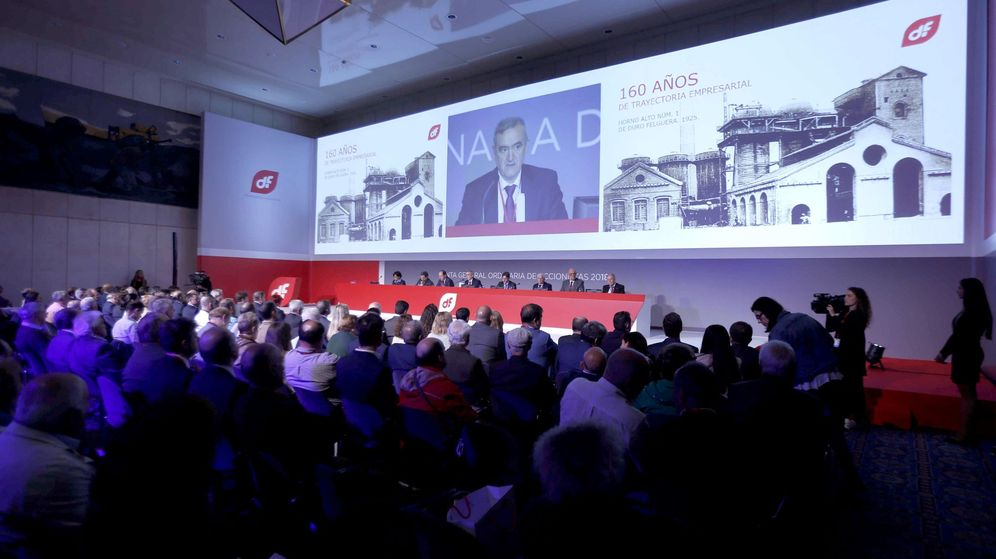 Foto: El presidente de Duro Felguera, Acacio Rodríguez (c), durante una reunión de la junta de accionistas. (EFE)