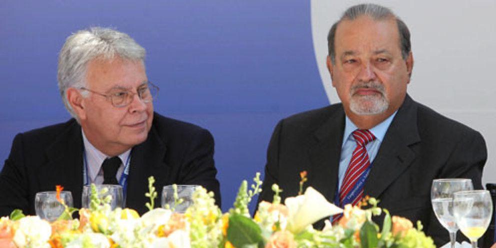 Felipe González y su jefe. el multimillonario Carlos Slim