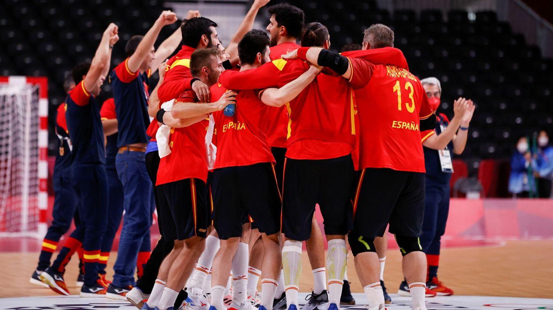 España celebra su pase a semifinales en balonmano masculino (EFE)