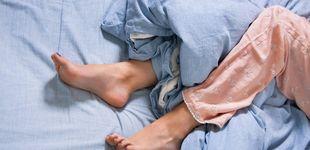 Post de Por qué tienes calambres en las piernas cuando duermes y cómo prevenirlos