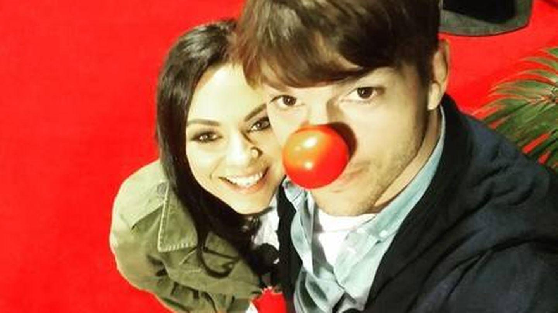 Ashton Kutcher y Mila Kunis en una imagen de archivo de sus redes sociales.