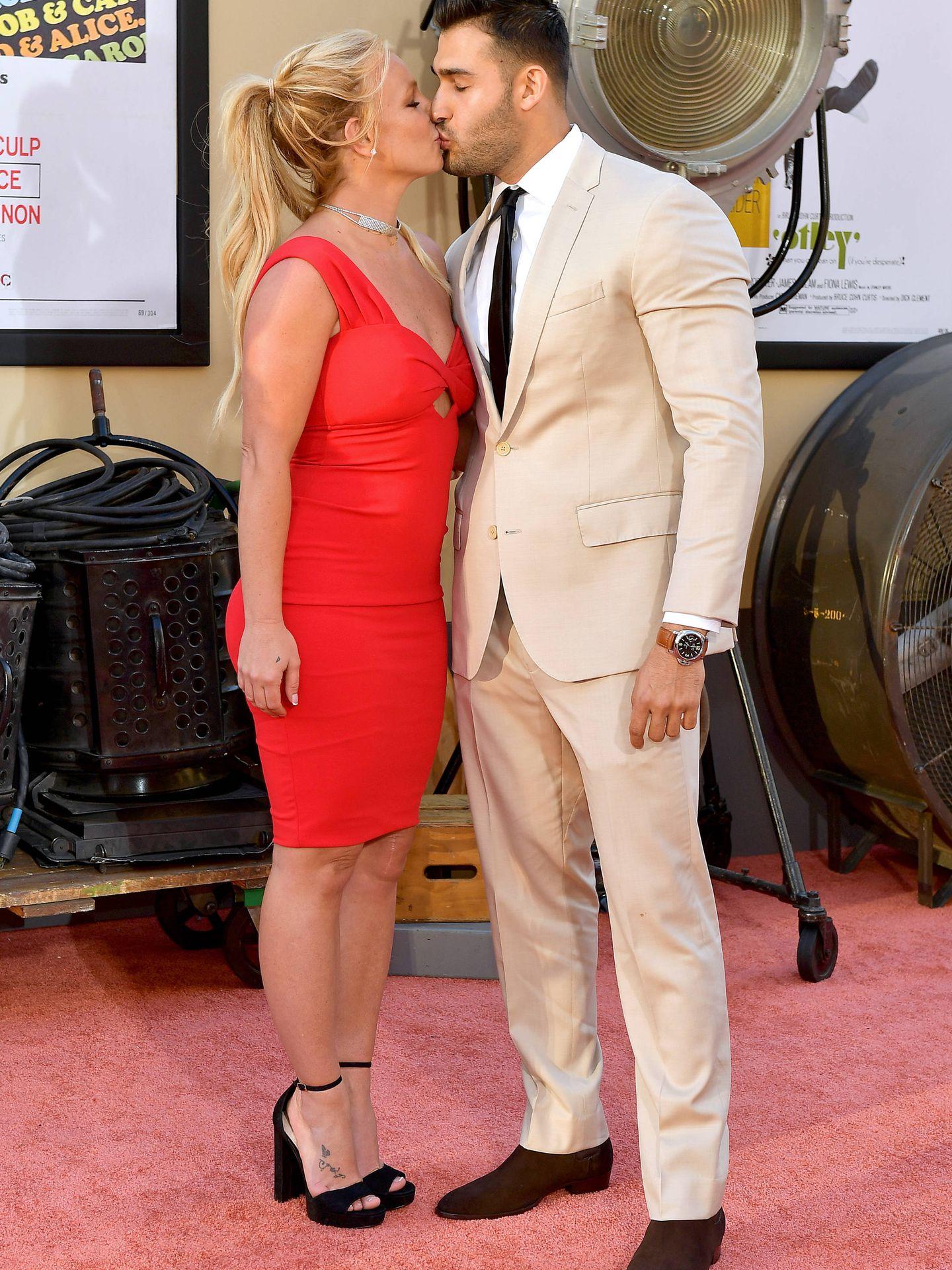 Britney Spears y su nueva pareja en la première de 'Once Upon a Time in Hollywood'. (Getty)