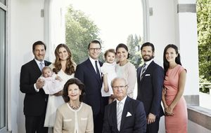 La familia real sueca hace piña ante las polémicas mientras la española se distancia