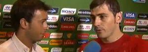 Foto: Morbo en la Copa Confederaciones: Matías Prats Junior (ex de Carbonero) entrevista a Iker Casillas