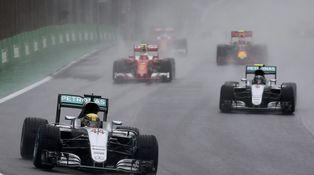 Cuando sólo vale rezar a la Virgen: por qué es tan difícil pilotar un F1 con lluvia