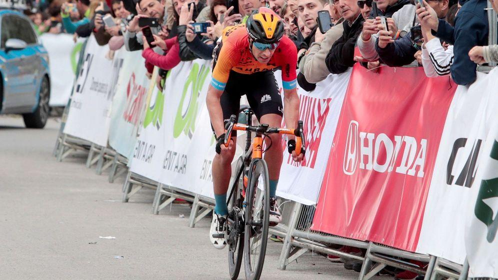 Foto: Mikel Landa, afronta los últimos metros de la primera etapa de la Vuelta a Andalucía. (EFE)