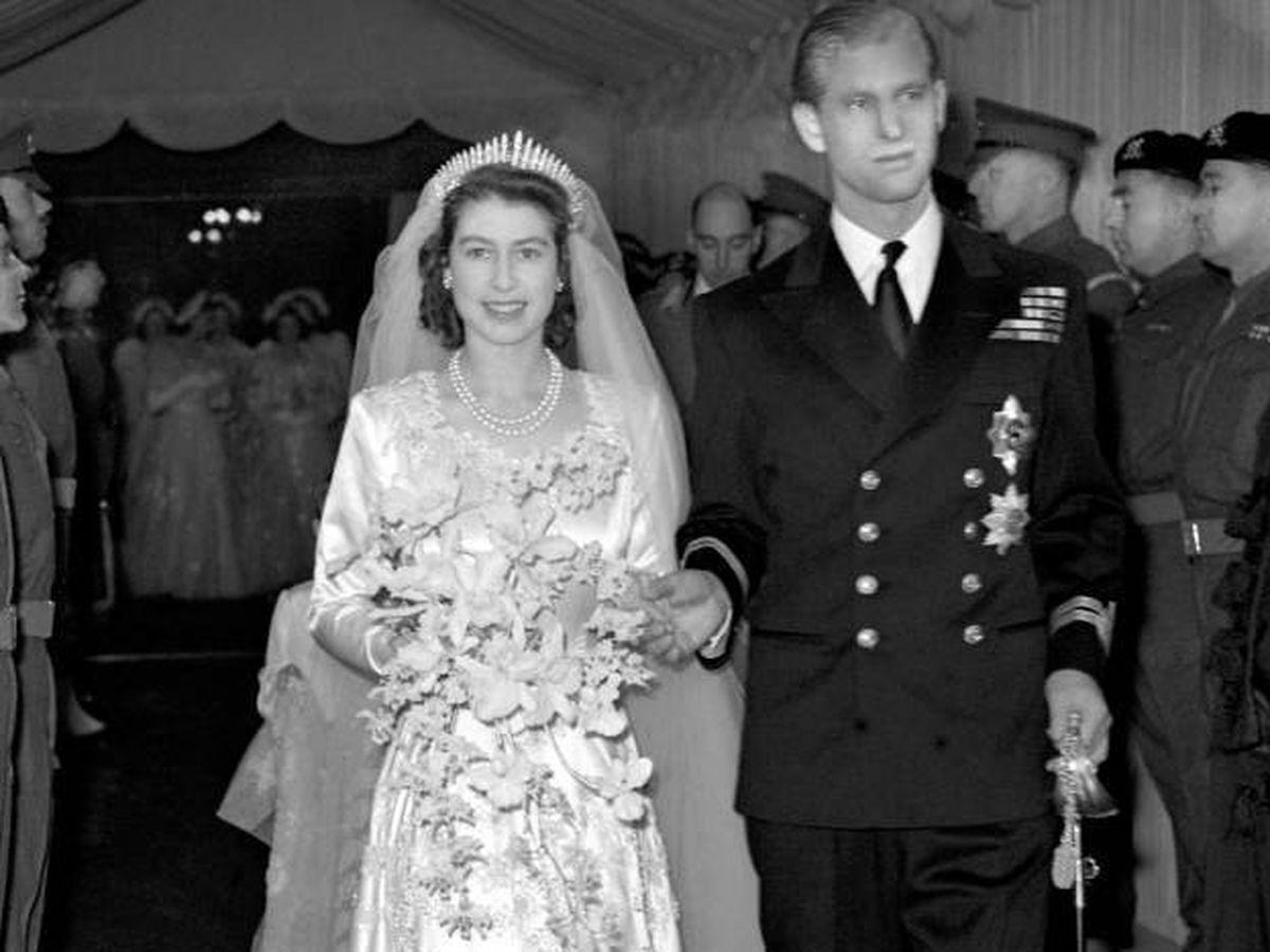 Foto: Isabel II y Felipe de Edimburgo, el día de su boda. (Cordon Press)