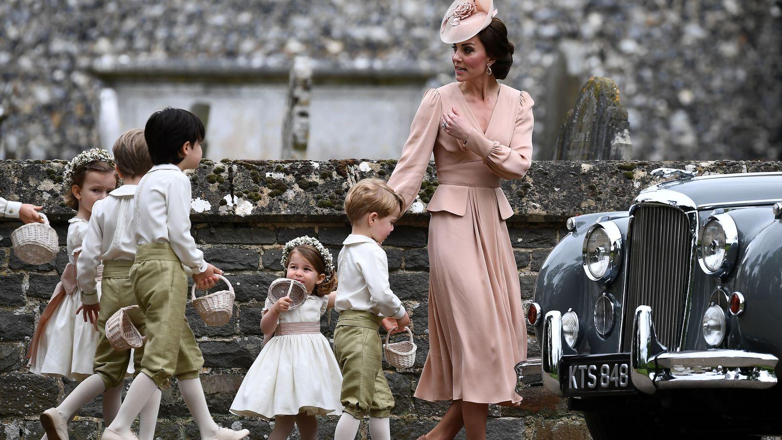 Foto: La duquesa de Cambridge con sus hijos en la boda de Pippa Middleton. (Reuters)