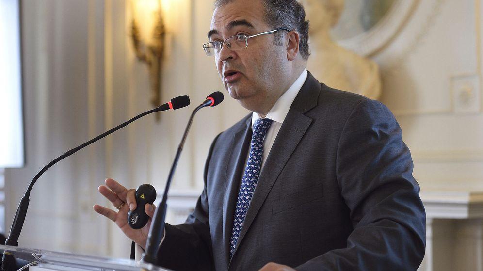 Foto: El presidente del Banco Popular, Ángel Ron, durante su intervención en el curso de verano (Efe)