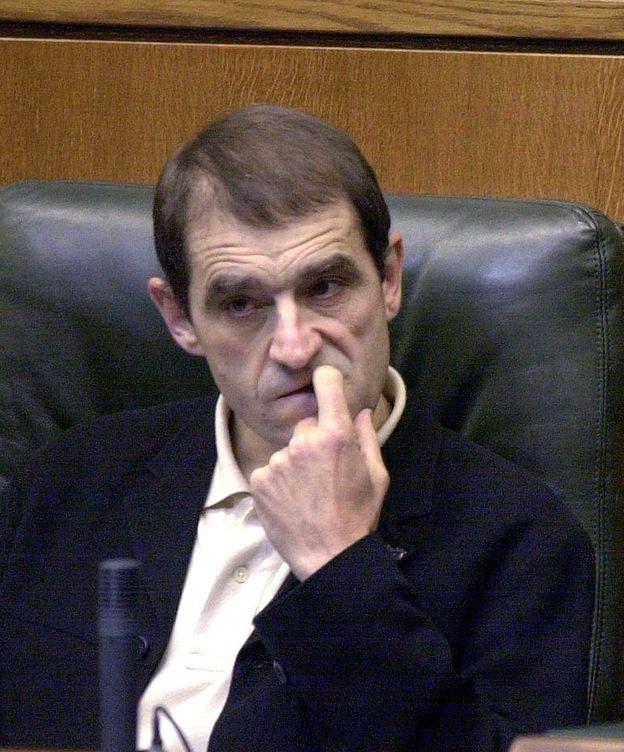 Foto: Fotografía de archivo tomada en el Parlamento Vasco en Vitoria el 25 de octubre del 2001 de José Antonio Urruticoechea Bengoechea, 'Josu Ternera'. (EFE)