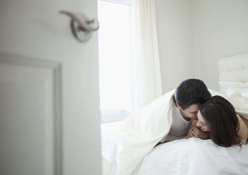 Foto: Un 8% de las mujeres considera que el coito continuado con una tercera persona no es una infidelidad. (Corbis)