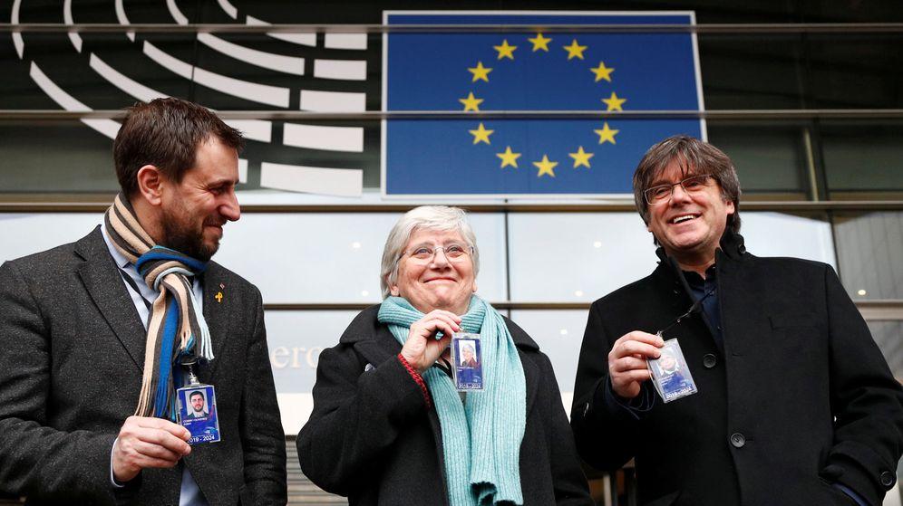 Foto: Ponsatí (c), junto con Puigdemont (d) y Comín (i). (Reuters)