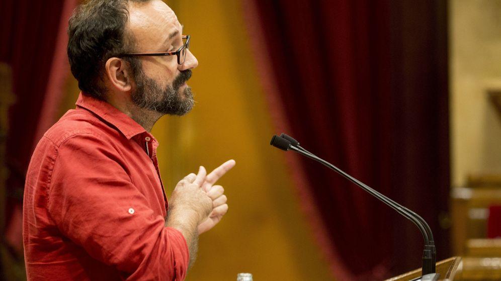 Foto: El diputado de la CUP, Benet Salellas, durante su intervención en el pleno del debate de política general. (EFE)