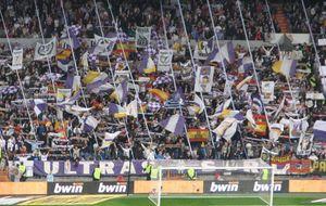 Los Ultras Sur reaparecen por sorpresa al colarse en el Coliseum