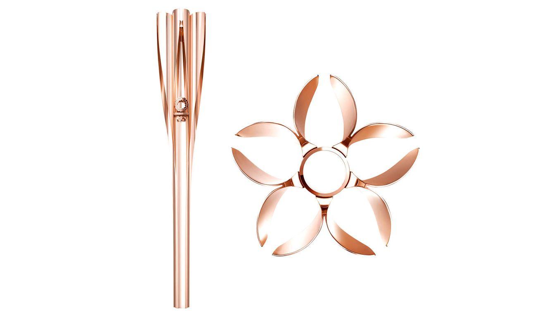 Foto: Esta antorcha de oro rosa se utilizará durante el relevo ceremonial de antorcha en los próximos Juegos Olímpicos.