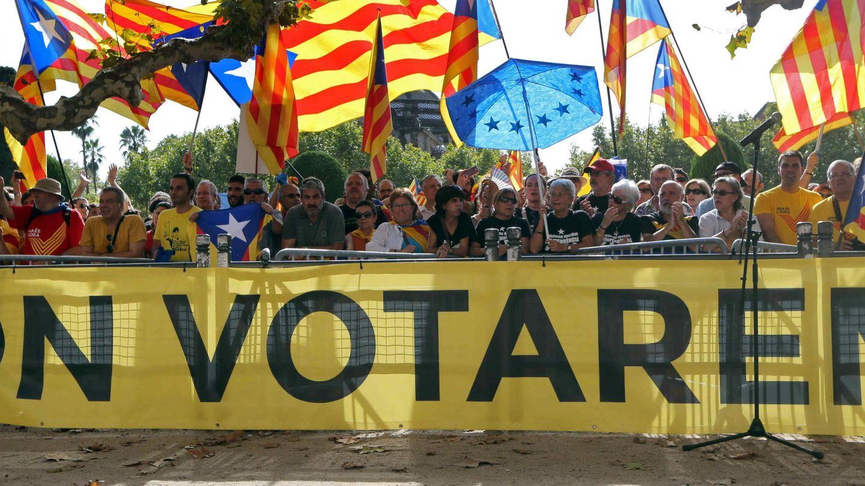 Manifestación de apoyo al 9N antes de celebrarse. (EFE)