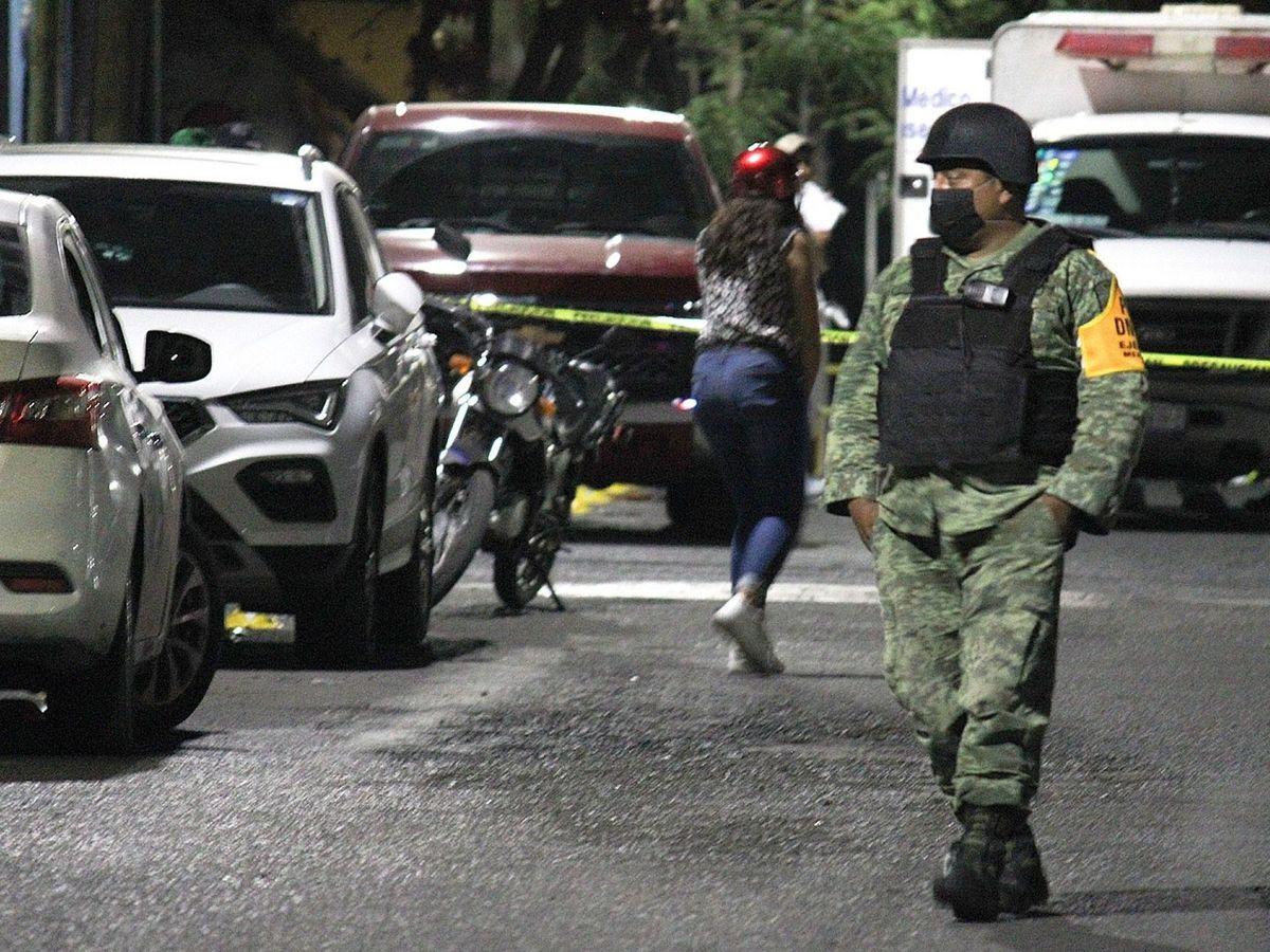 Foto: Un miembro del Ejército mexicano, en el lugar de los hechos. (EFE)