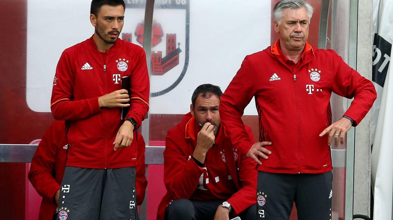 Davide Ancelotti, junto a su padre, en el Bayern de Múnich. (REUTERS)