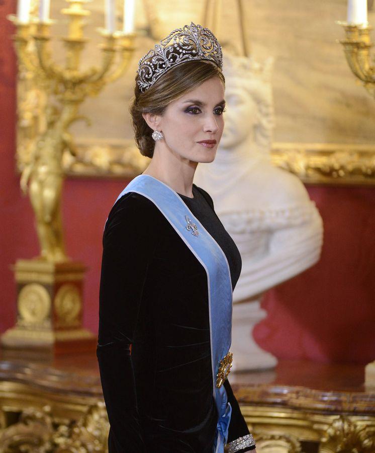 Foto: Doña Letizia, con la tiara de la flor de lis. (Getty)