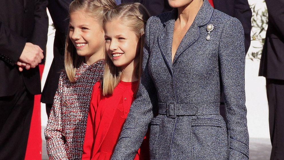 Letizia cumple con la tradición y se echa años encima con su look