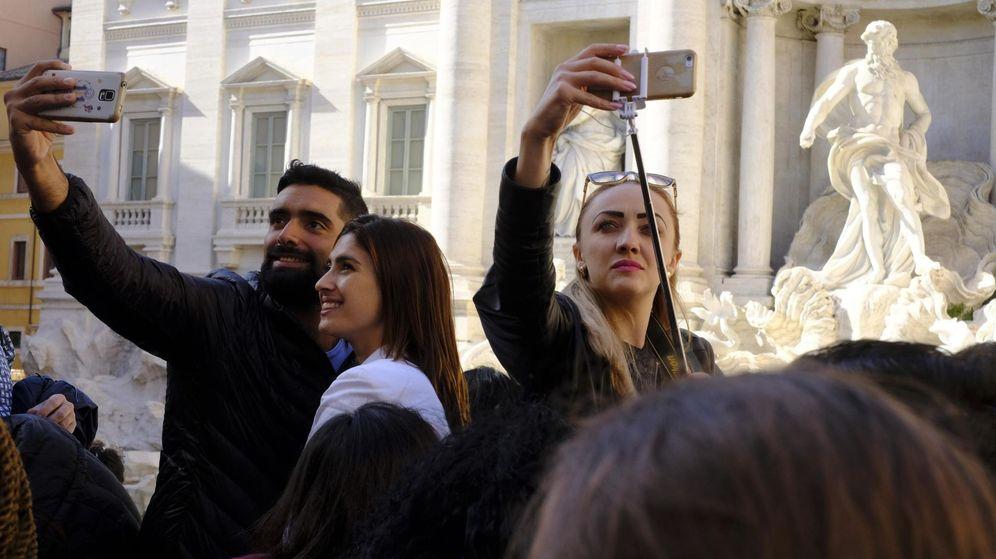 Foto: Turistas, en la Fontana di Trevi de Roma. (EFE)