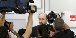 Rubalcaba aplaza el acto de Valencia con militantes por miedo a los indignados