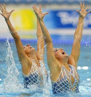 Gemma, Andrea y la sincronizada española flipando por su medalla olímpica