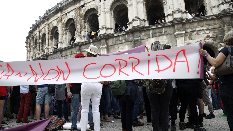 Protesta antitaurina en Nimes, Francia. (EFE)
