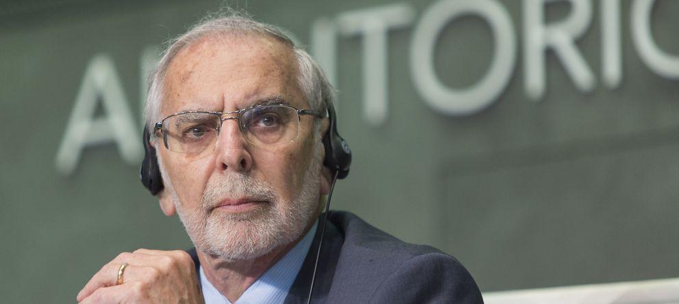 El mayor experto en economía política explica quién controla el dinero