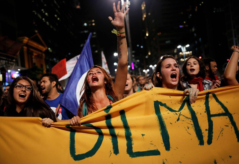 Foto: Brasileñas gritan consignas contra el presidente Temer y a favor de Dilma Rousseff durante una protesta en Sao Paulo, el 17 de mayo de 2016. (Reuters)
