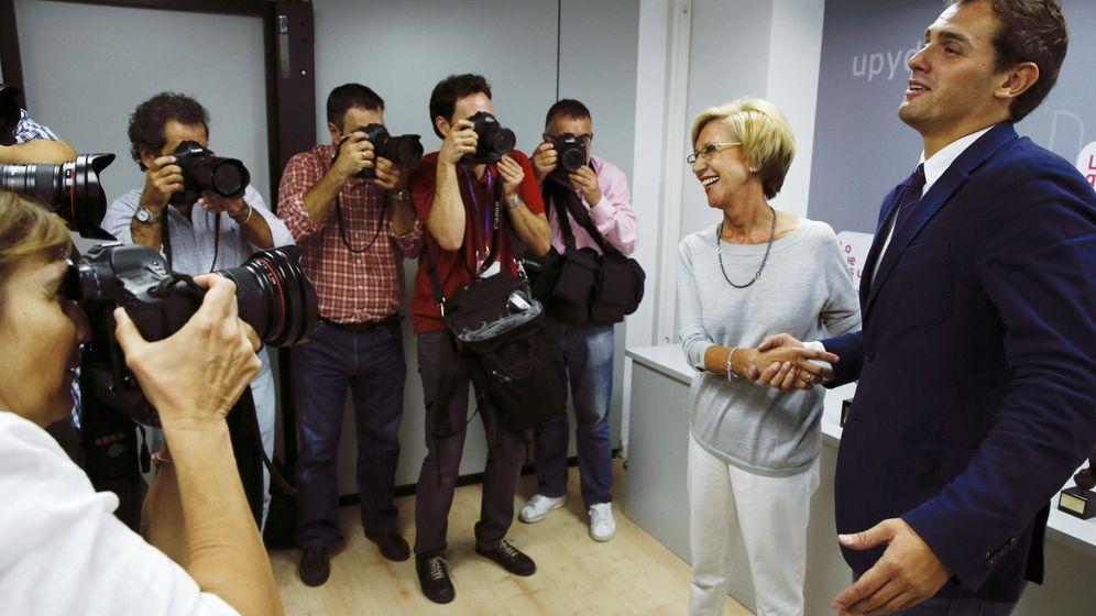 Foto: Albert Rivera (d), presidente de Ciudadanos y Rosa Díez (i), portavoz de Unión Progreso y Democracia (UPyD). (EFE)