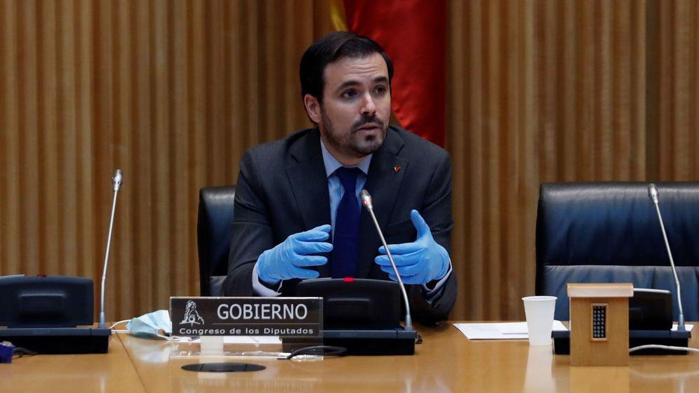 Foto: Alberto Garzón comparece en la comisión de Sanidad y Consumo del Congreso el 11 de mayo. (EFE)