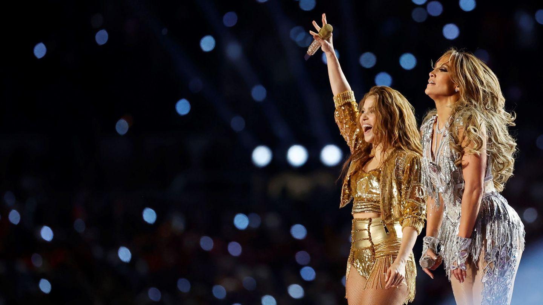 La cantante colombiana Shakira y la estadounidense Jennifer Lopez, en la Super Bowl. (EFE)