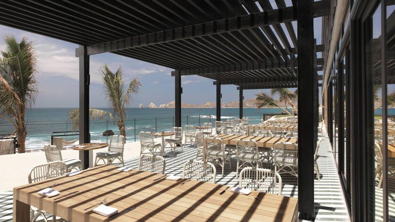 ¿Te imaginas comer aquí, en los Cabos, con vistas al océano?