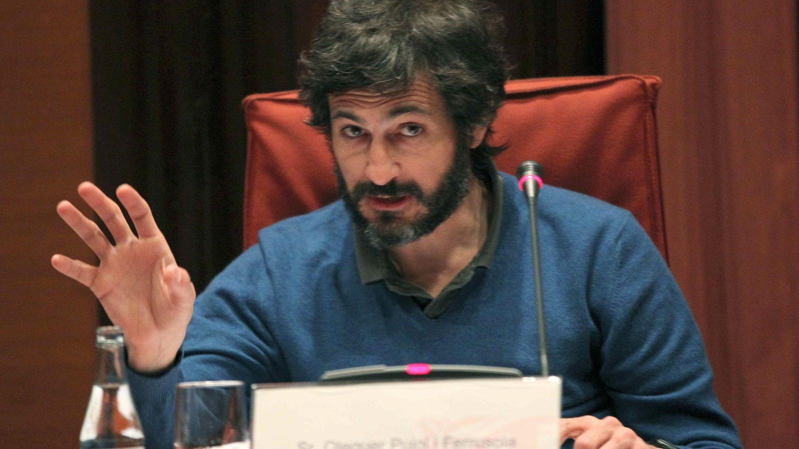 Foto: Oleguer Pujol Ferrusola, hijo del expresidente catalán Jordi Pujol, habla en marzo ante la comisión del Parlament que investiga la fortuna oculta por su familia. (Efe)