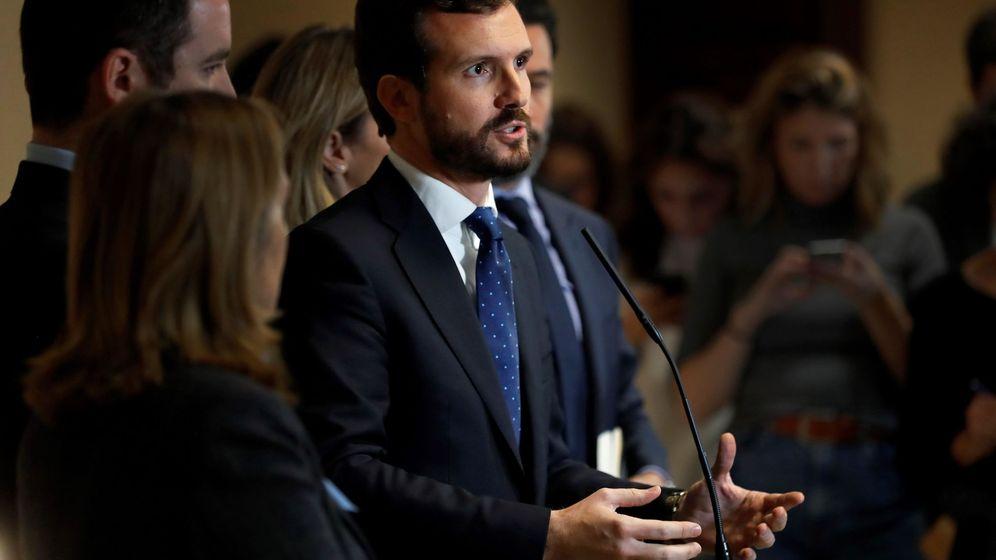 Foto: El presidente del PP, Pablo Casado, al recoger su acta de diputado en el Congreso. (EFE)