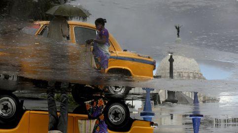 Un puente 'volador' atraviesa el Tíber y los icónicos taxis de Calcuta peligran: el día en fotos
