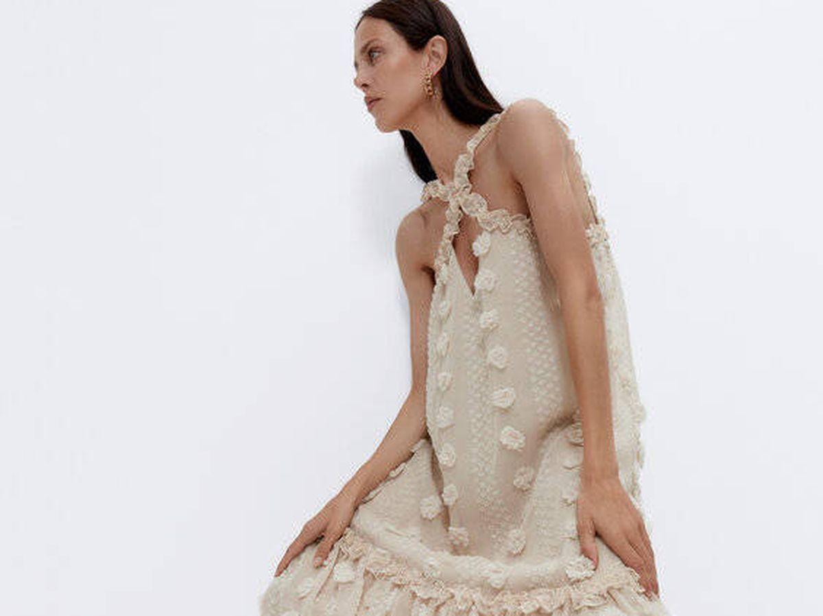 Foto: Vestido plumeti de Uterqüe. (Cortesía)