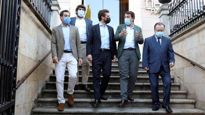 Casado con algunos de los presidentes autonómicos del PP. (EFE)