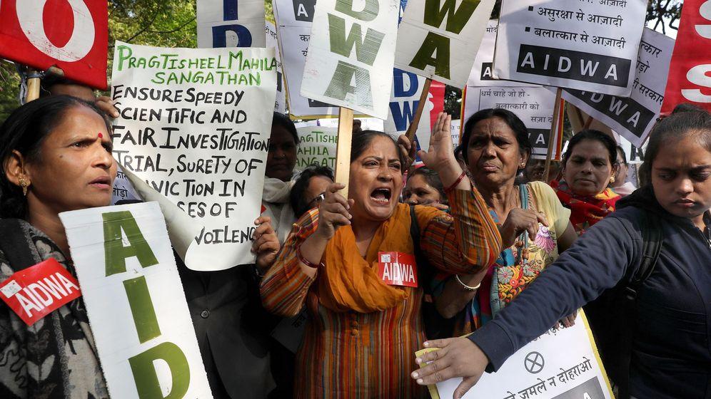 Foto: Manifestación en Nueva Delhi por la violación y asesinato de una mujer de 27 años. (Efe)