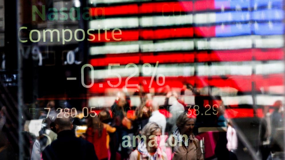 Foto: Una pantalla muestra los valores del índice compuesto del mercado Nasdaq en Times Square, Nueva York (Estados Unidos). (EFE)