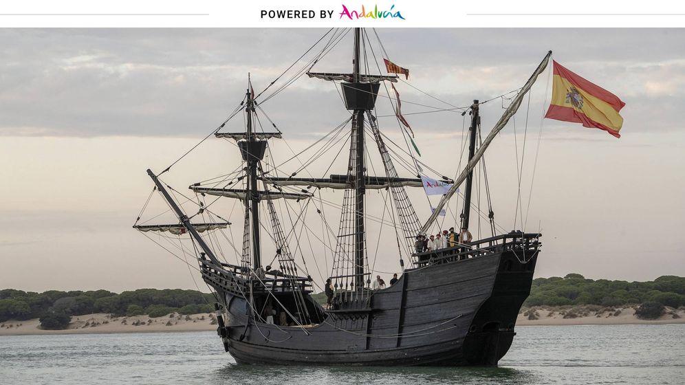 Foto: Recreación histórica de la salida de la nave Victoria de Sanlúcar de Barrameda (Turismo Andaluz).
