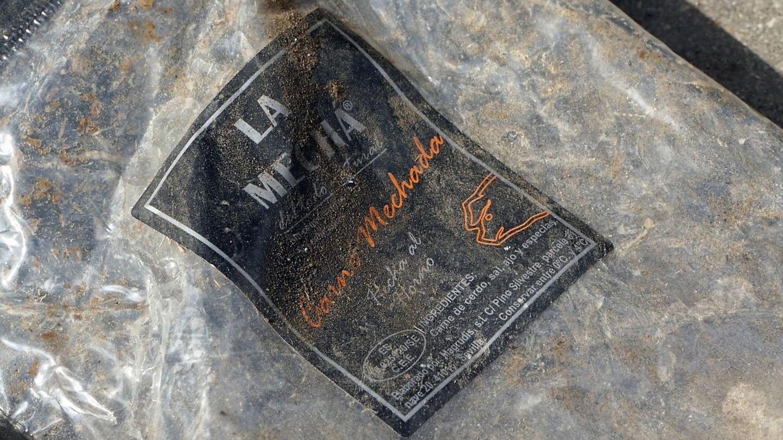 Un envase vacío de la carne mechada de la marca La Mechá (EFE/David Arjona)